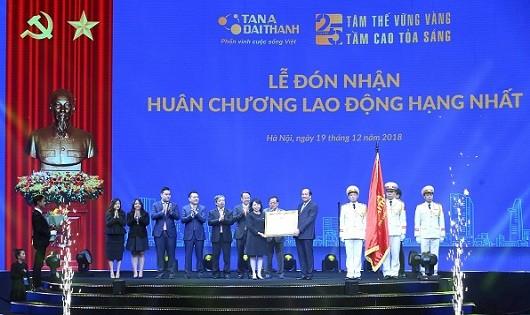 Tập đoàn Tân Á Đại Thành nhận Huân chương Lao động hạng Nhất.