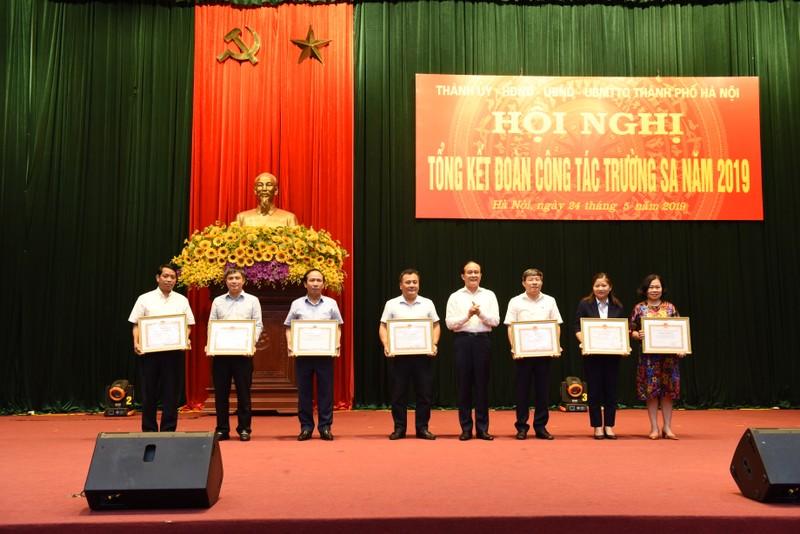 Tân Á Đại Thành nhận bằng khen vì những đóng góp cho Trường Sa