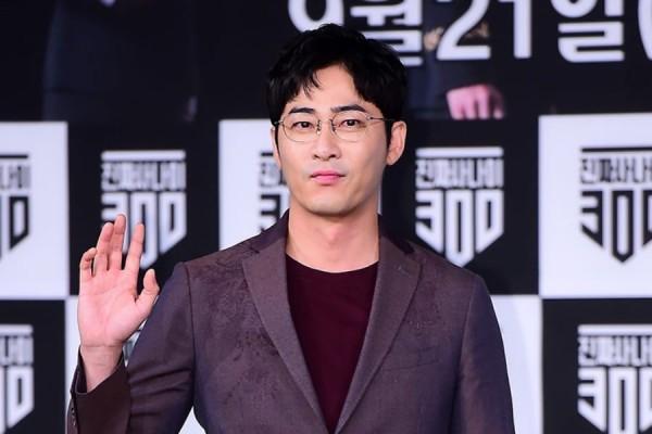 Kang Ji Hwan say nên không nhớ làm gì với 2 cô gái trong phòng ngủ?