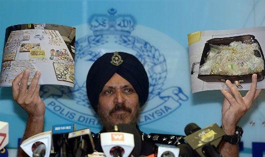Thu giữ khoảng 12.000 món trang sức từ nhà cựu Thủ tướng Malaysia