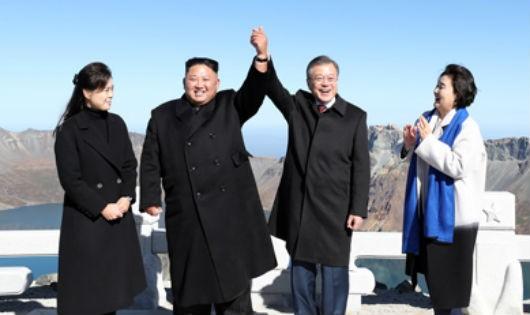 Bật mí món quà 'đắt tiền, cảm động' ông Kim Jong-un tặng Tổng thống Hàn Quốc