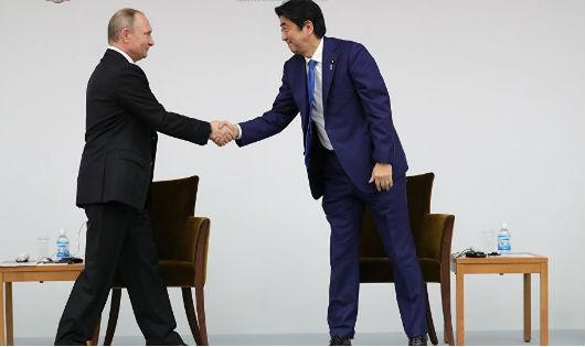 """Thủ tướng Nhật Bản tuyên bố về """"kỷ nguyên mới"""" trong quan hệ với Nga"""