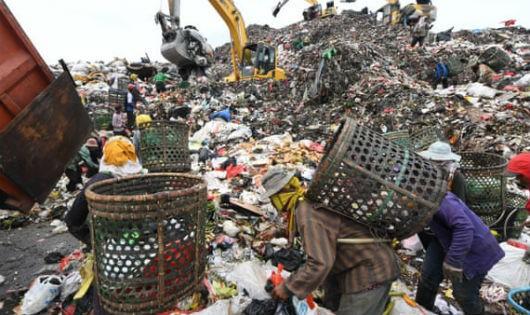 Dân Jakarta khốn đốn vì sống ngay cạnh bãi rác
