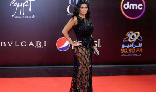 Nữ diễn viên Ai Cập đối mặt 5 năm tù vì mặc váy xuyên thấu