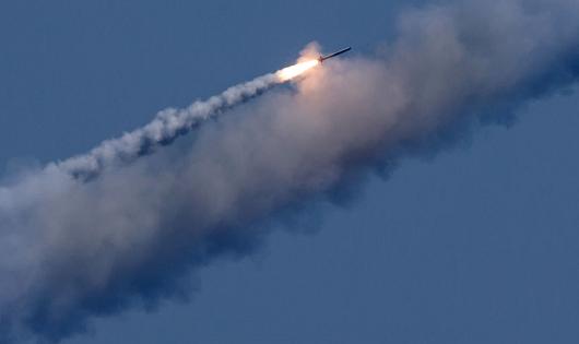 Tàu ngầm Nga bắn thành công tên lửa có cánh 'Kalibr' trên biển