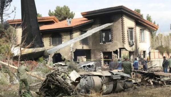 Máy bay rơi khiến 15 người chết ở Iran do nhầm đường băng?