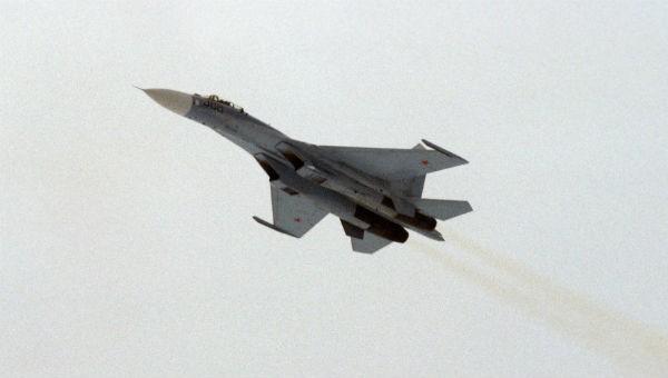 Nga điều máy tiêm kích Su-27 đánh chặn máy bay trinh sát Thụy Điển