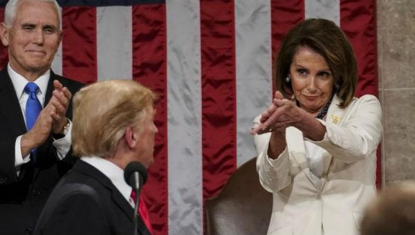 Dự luật ngăn Chính phủ đóng cửa được thông qua, dư luận dồn về ông Trump