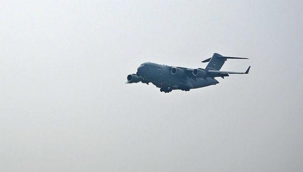 'Ngựa thồ' C-17 chở trực thăng của ông Trump đến Nội Bài