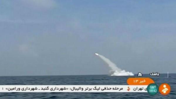 Iran phóng thành công tên lửa từ tàu ngầm