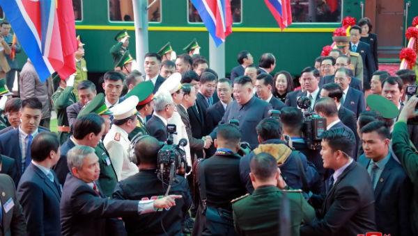 Ông Kim công du Việt Nam, dân Triều Tiên 3 ngày 3 đêm không ngủ