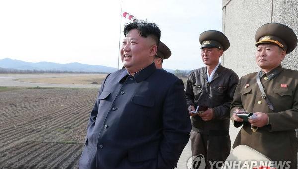 Nhà lãnh đạo Triều Tiên Kim Jong-un bất ngờ tới kiểm tra lực lượng không quân