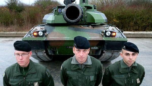 Pháp sắp điều quân đội và xe tăng tới biên giới Nga?