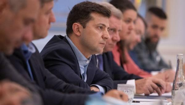 Tân Tổng thống Ukraine bất ngờ đề nghị bãi nhiệm loạt bộ trưởng - Ảnh 1