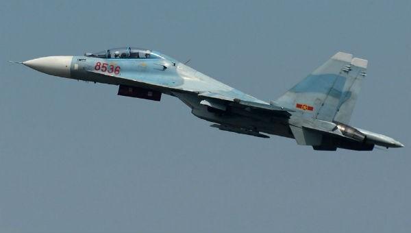 """Phi công Nga phô diễn kỹ năng nhào lộn """"tuyệt đỉnh"""" trên không"""