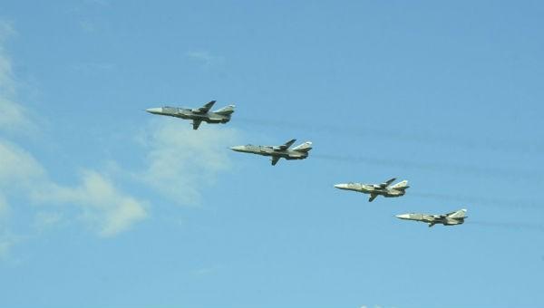 Phi công Nga diễn tập tấn công ngay trên đầu tàu chiến NATO