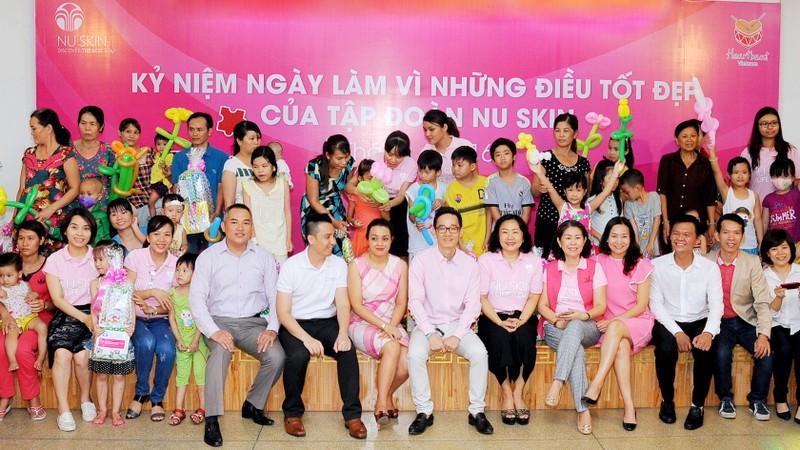 Nu Skin Việt Nam trao tặng 100 phần quà cho bệnh nhi Bệnh viện Nhi đồng II