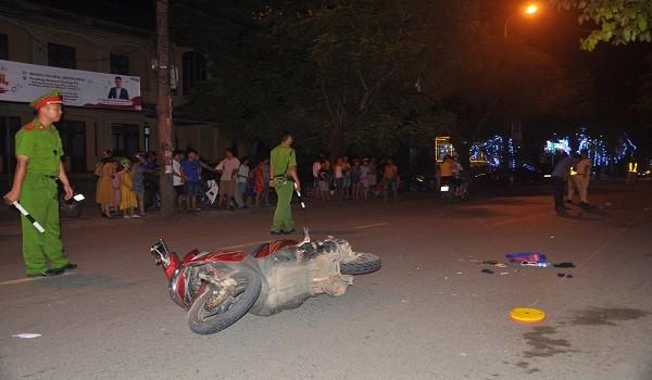 Ô tô tông xe máy cùng chiều, bé trai 9 tuổi chết thương tâm