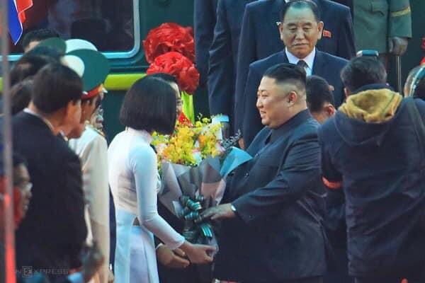 Chân dung cô gái xứ Lạng tặng hoa Chủ tịch Kim Jong Un