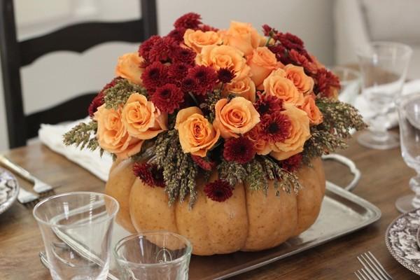 Kết quả hình ảnh cho cách cắm hoa hồng bàn ăn