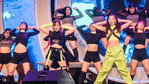 """Hàng ngàn bạn trẻ hào hứng với """"Changwon K-pop World Festival"""""""
