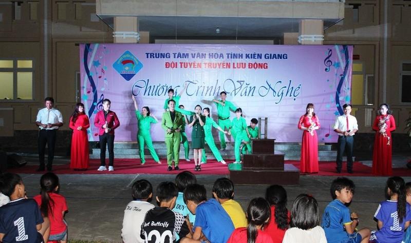 Kiên Giang: Đêm văn nghệ ấm áp nghĩa tình tại Đồn Biên phòng Xà Lực