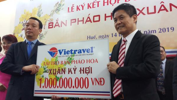 Vietravel tài trợ tỉnh Thừa Thiên – Huế 1 tỷ đồng bắn pháo hoa dịp Tết Nguyên Đán