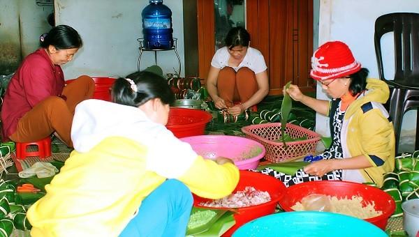 Từ 20 tháng Chạp các lò bánh ở làng Đại An Khê lại vào vụ đỏ lửa phục vụ mùa Tết