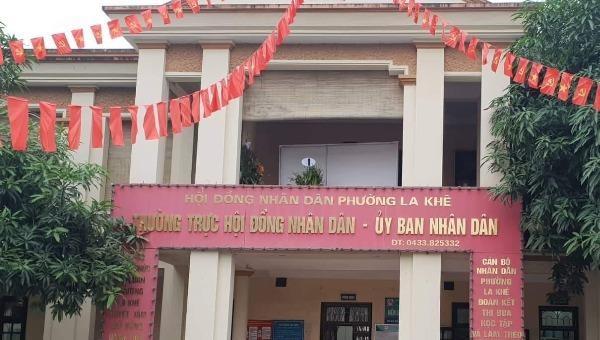 Hà Đông (Hà Nội): Bãi xe lấn chiếm đất công, hành lang sông, UBND phường La Khê không biết?