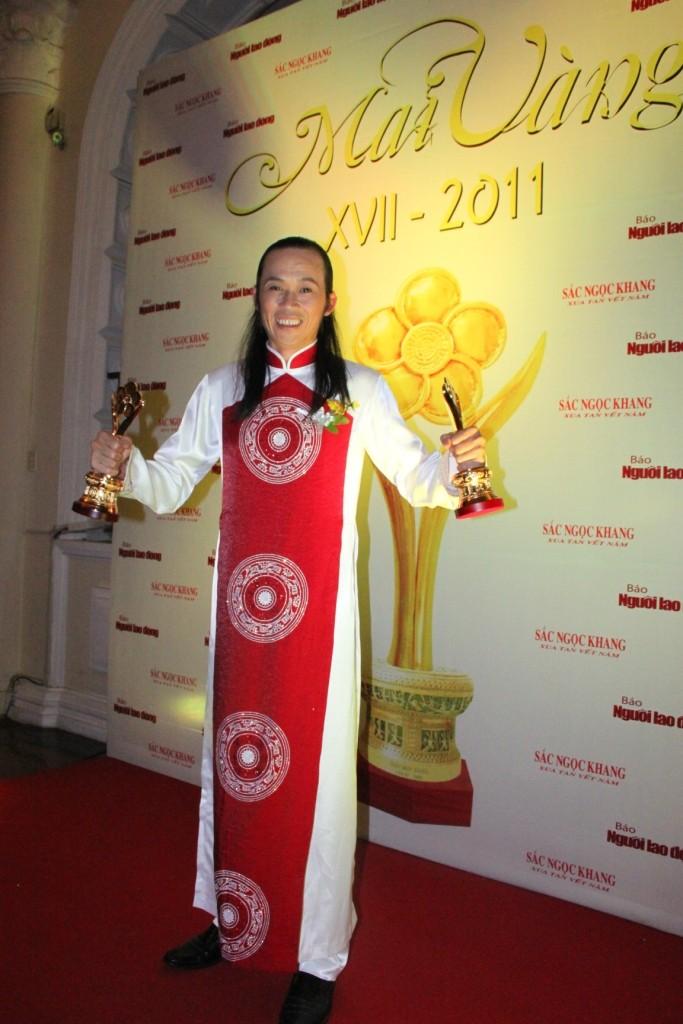 """Hoài Linh với """"cú đúp"""" tại giải Mai vàng 2011"""