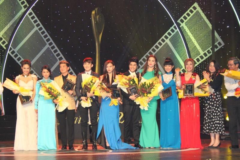 10 ca sĩ với danh hiệu nghệ sĩ của năm được yêu thích nhất.